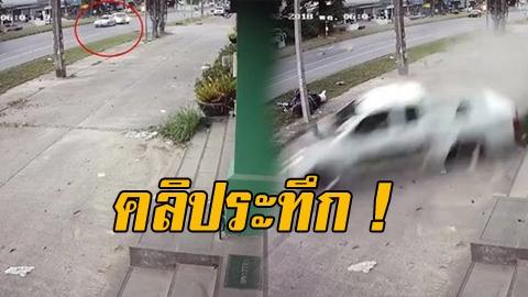 สุดระทึก! กระบะแต่งซิ่ง ชนท้ายเก๋งกลางถนน แถมแฉลบชนอาคารและรถยนต์ที่จอดอยู่พังเสียหาย