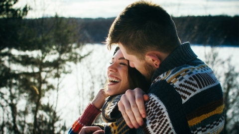 ความรักทำให้คุณมีความสุข แต่มักจะทำให้คุณเจ็บปวด