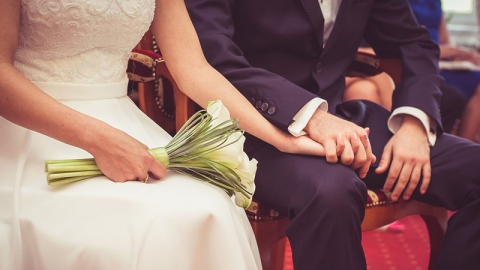 หลังแต่งงานแล้วจะเลือกอยู่บ้านใครดี มีข้อดี-ข้อเสียต่างกันยังไง