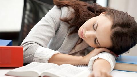 การงีบหลับ เป็นระยะๆ มีข้อดีมากกว่าที่คุณคิด!