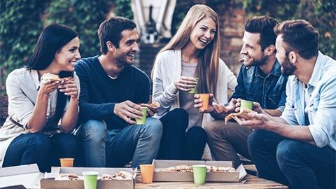 การมีมิตรภาพที่ดีกับคนรอบข้าง มีค่ายิ่งกว่ามีเงิน