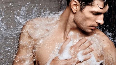 เรื่องที่ผู้ชายไม่ควรทำตอนอาบน้ำ ก่อนที่ทำร้ายสุขภาพผิว และหัวล้านโดยไม่รู้ตัว