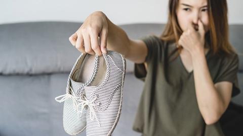เทคนิคดีๆ กับ 5 วิธี กำจัดกลิ่นเท้าที่สุดจะทนไหว!