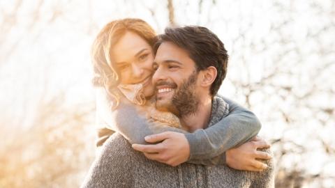 หึง หวง ห่วง 3 อาการของคนมีรักที่แสดงออกมา เพราะว่าเขารักคุณ!