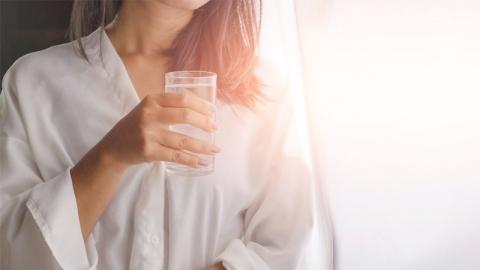 ประโยชน์ของการดื่มน้ำทันที ที่ตื่นนอนตอนเช้า