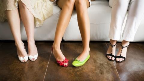 เลือกรองเท้าอย่างไรจึงจะสวมใส่สบาย เข้ากับรูปทรงเท้าได้ดี