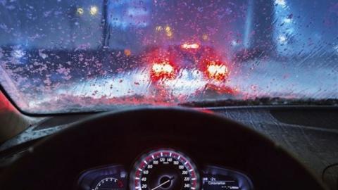 เทคนิคขับรถฝ่าฝนตกอย่างปลอดภัย ถึงที่หมายโดยสวัสดิภาพ