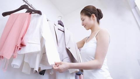 วิธีทำให้เสื้อผ้าเรียบขึ้น แม้ไม่มีเตารีด