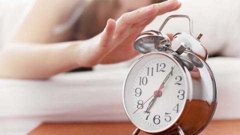 หยุด!! พฤติกรรมกดเลื่อนนาฬิกาปลุกในตอนเช้า อาจส่งผลบั่นทอนสุขภาพได้