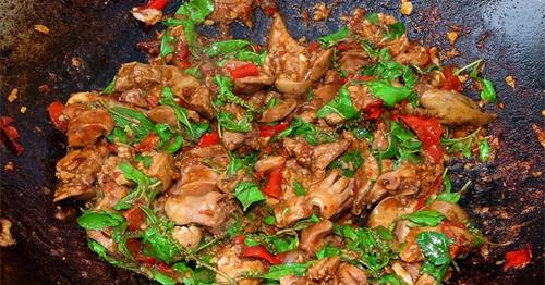 สูตร ''กระเพราเครื่องในไก่'' อร่อยไม่เหมือนใครเพราะทำกินเอง!!